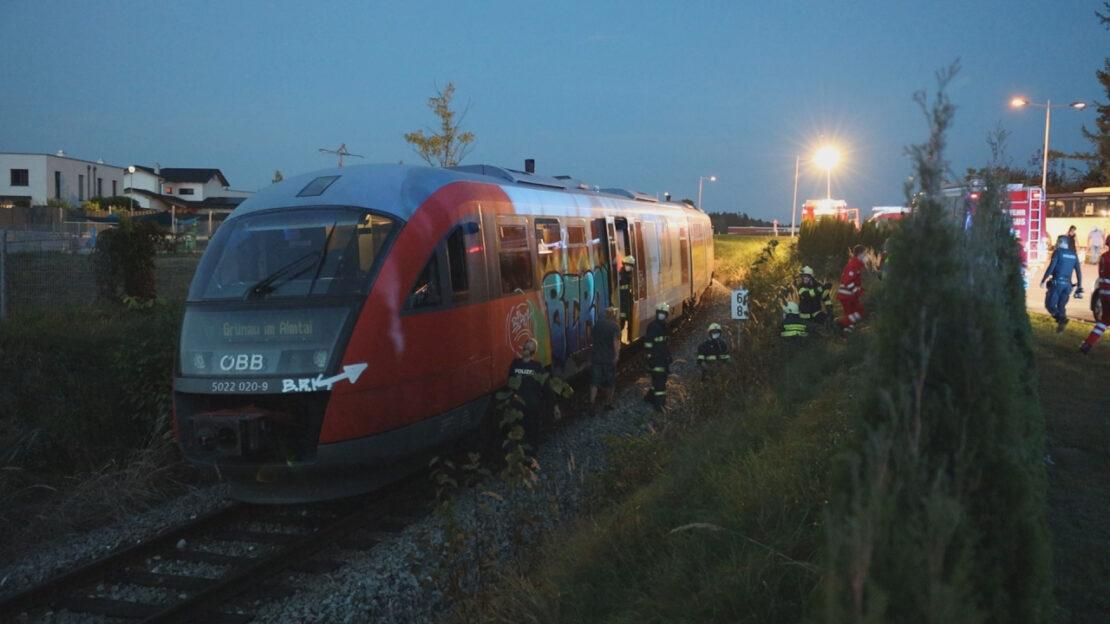 Regionalzug evakuiert: Großeinsatz in Steinhaus nach Rauchentwicklung in Triebwagen der Almtalbahn