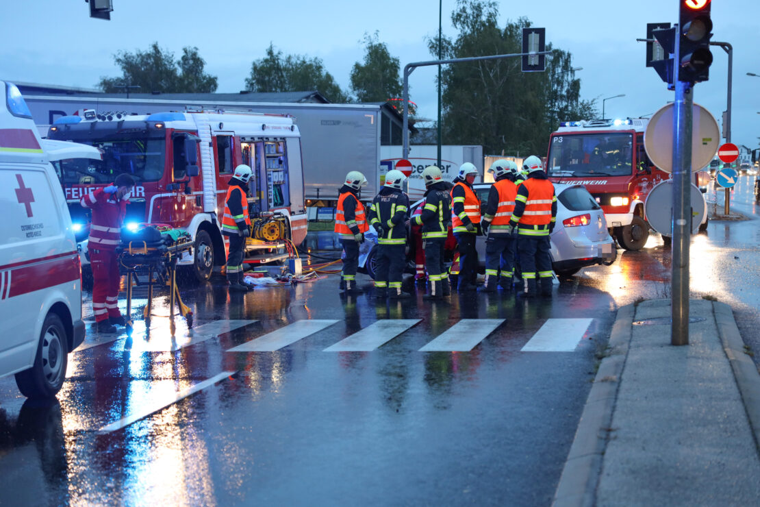 20200925_VerkehrsunfallBahnuebergangPKWZugGruenauAlmtal