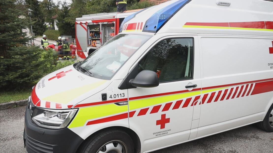 Verletzter Mann nach Sturz in einen kleinen Bach in Krenglbach gerettet
