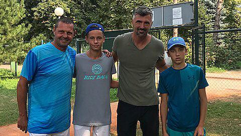 Nico Hipfl besiegt Sohn von Tennis-Legende