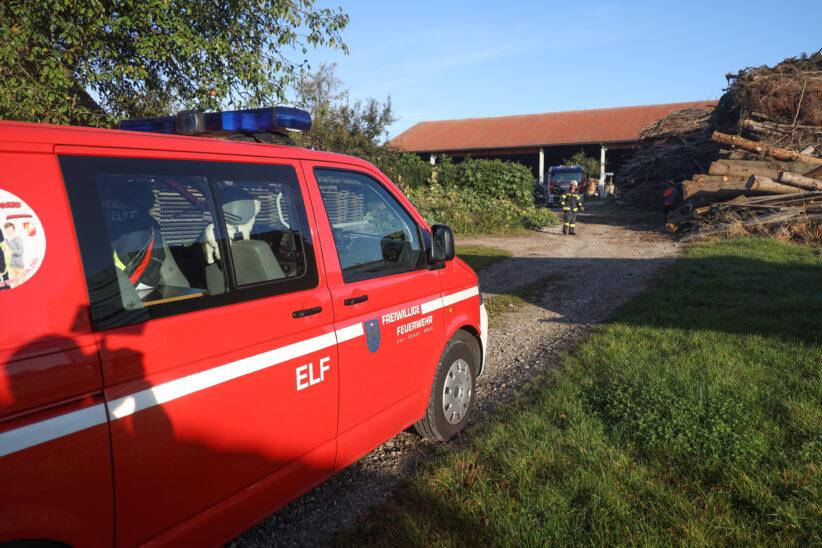 Starke Rauchentwicklung durch Verbrennen von Gartenabfällen in Wels-Puchberg