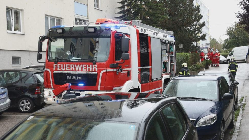 Brand einer Steckdose in einem Hochhaus in Wels-Vogelweide löst größeren Einsatz aus