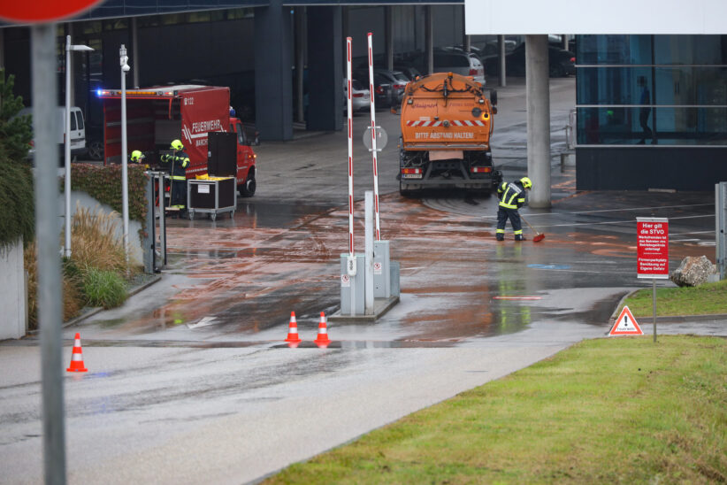 Feuerwehren nach massivem Dieselaustritt in Marchtrenk und Lambach im Einsatz