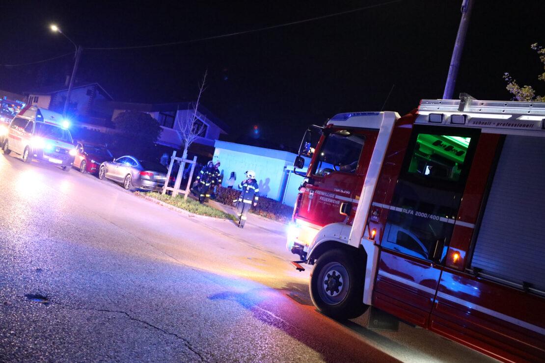 Feuerwehr böswillig zu einem Mehrparteienwohnhaus in Wels-Neustadt alarmiert