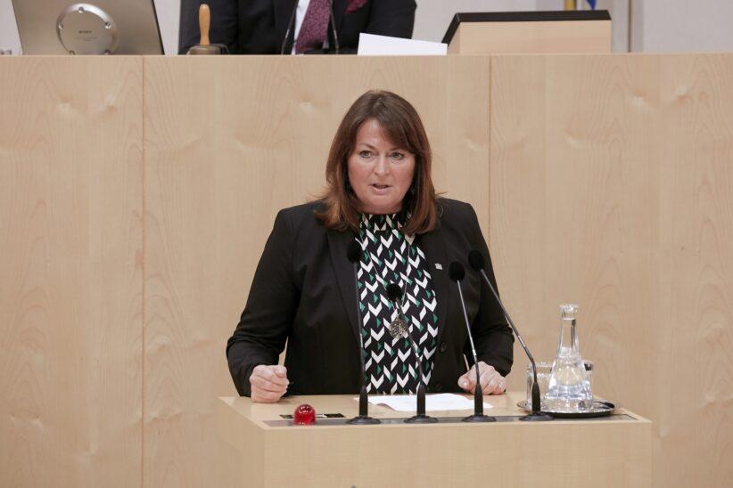 Hessenkaserne in Wels wird 2021 saniert: Petra Wimmer bestätigt Bundesmittel von 1,52 Mio. Euro