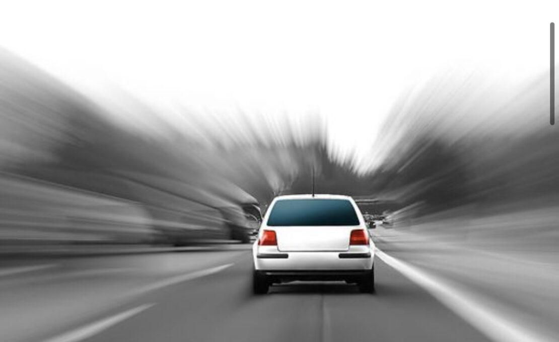 Straßenrennen mit Kleinkindern im Auto in Wels: Polizei griff ein