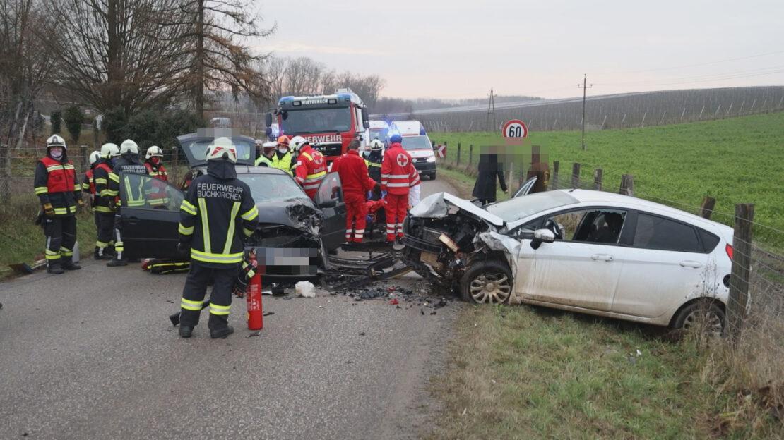 Frontalkollision bei Buchkirchen fordert zwei Verletzte