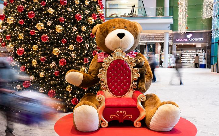 Riesiger Teddy-Fotopoint im max.center