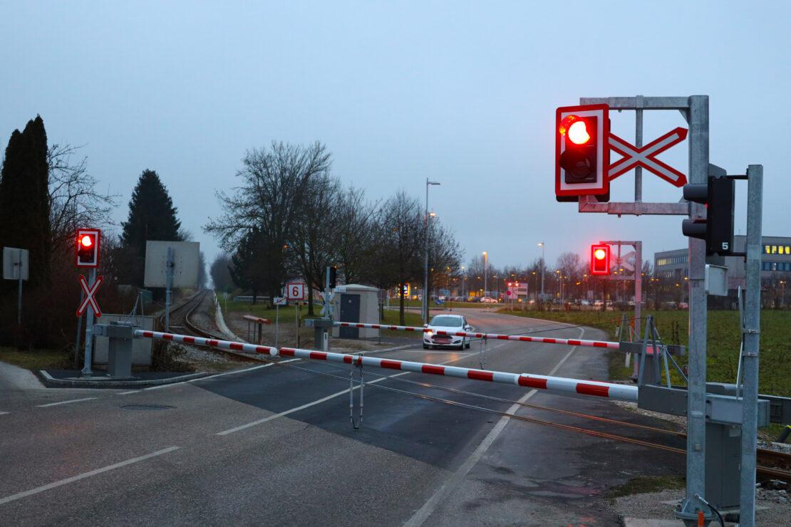 Drei neue Sicherungsanlagen bei Bahnübergängen entlang der Almtalbahn in Sattledt in Betrieb genommen