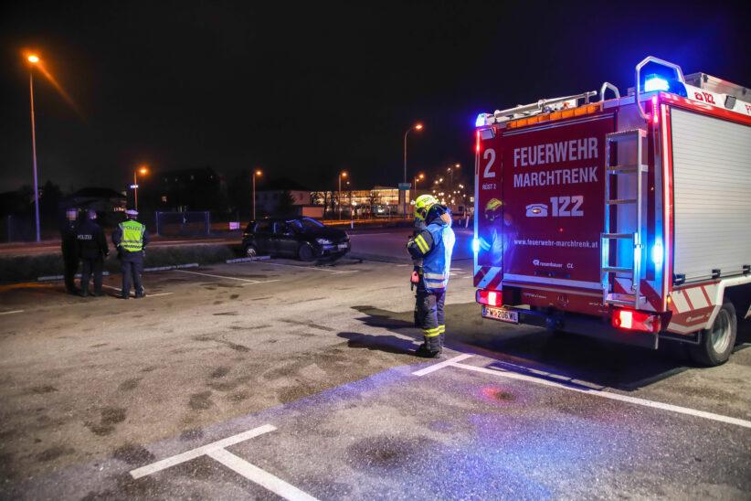 Sachschadenunfall: PKW-Lenker verfehlte in Marchtrenk eine Parkplatzeinfahrt