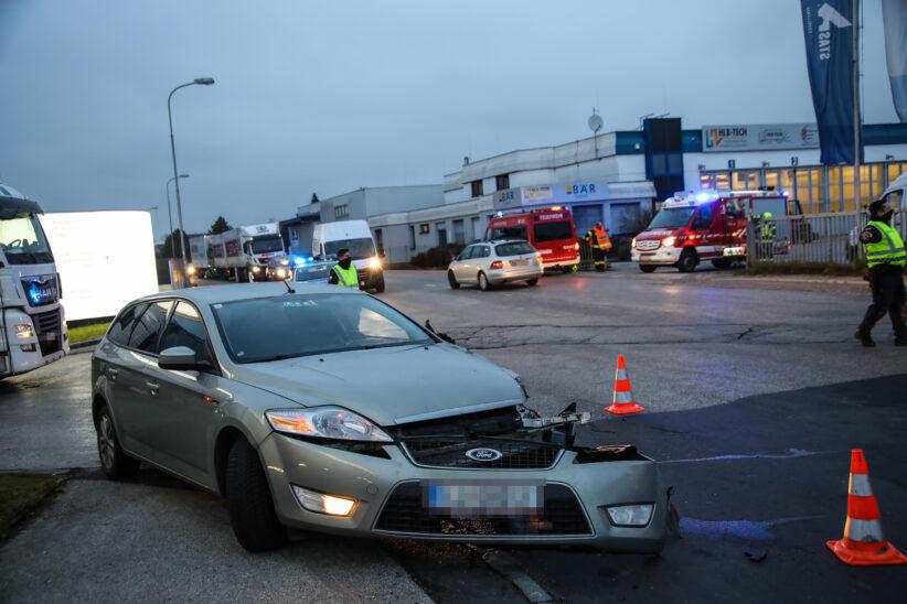 Verkehrsunfall zwischen LKW und PKW in Marchtrenk endet glimpflich