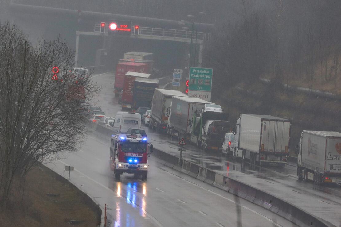 Einsatz in Steinhaus: Fünf Feuerwehren in Autobahntunnel der Innkreisautobahn alarmiert