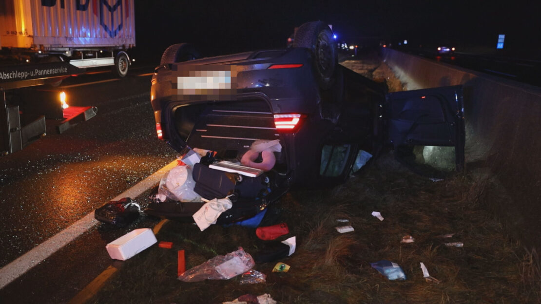 Auto überschlagen: Schwerer Verkehrsunfall auf Innkreisautobahn bei Krenglbach fordert zwei Verletzte
