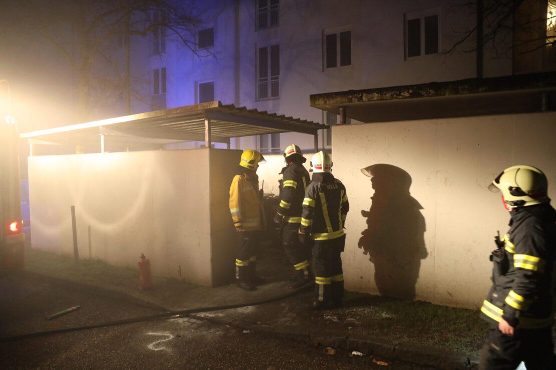 Neues Jahr, alter Einsatzgrund: Brand in einer Müllinsel - diesmal in Wels-Vogelweide