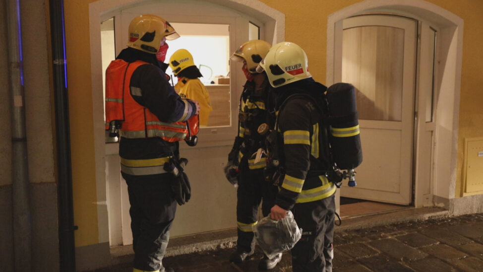 """Brandeinsatz durch """"Lagerfeuer"""" in einem Jugendraum in Wels-Innenstadt"""