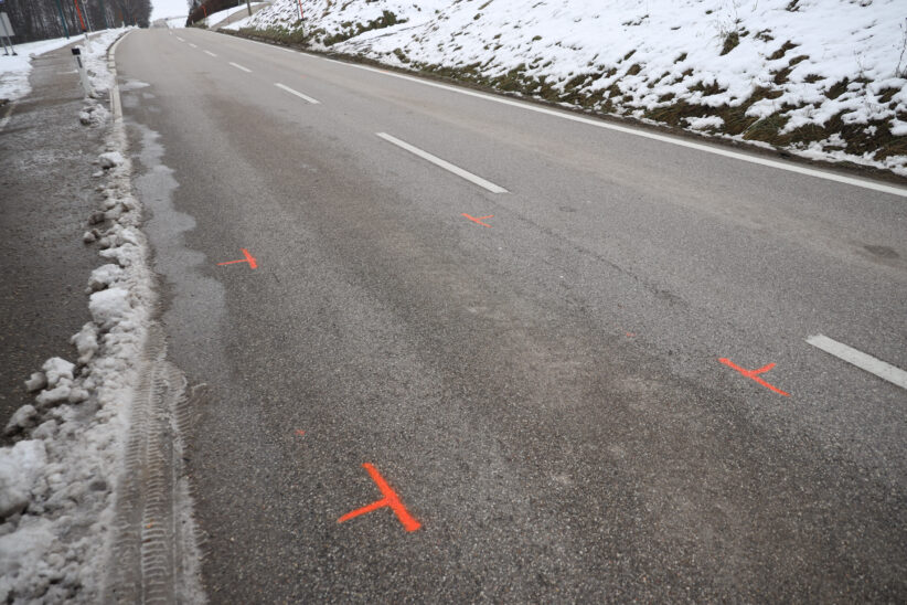 Autolenker nach Wildunfall in Offenhausen von PKW erfasst und schwer verletzt
