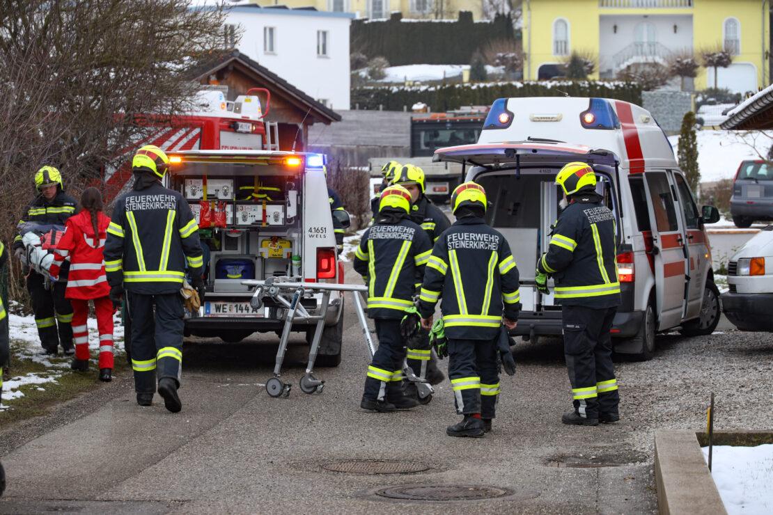 Schwerer Stromunfall: Arbeitskorb geriet in Steinerkirchen an der Traun in Stromleitung
