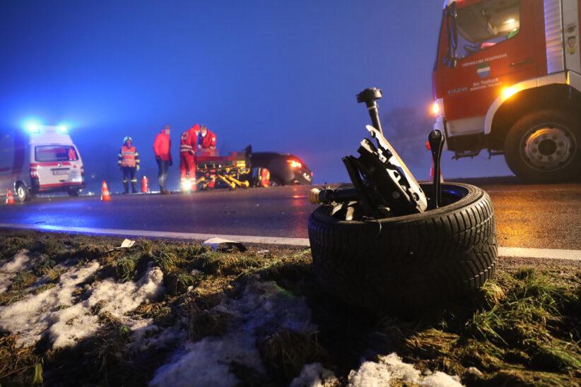 Verkehrsunfall zwischen zwei Autos in Thalheim bei Wels fordert eine verletzte Person