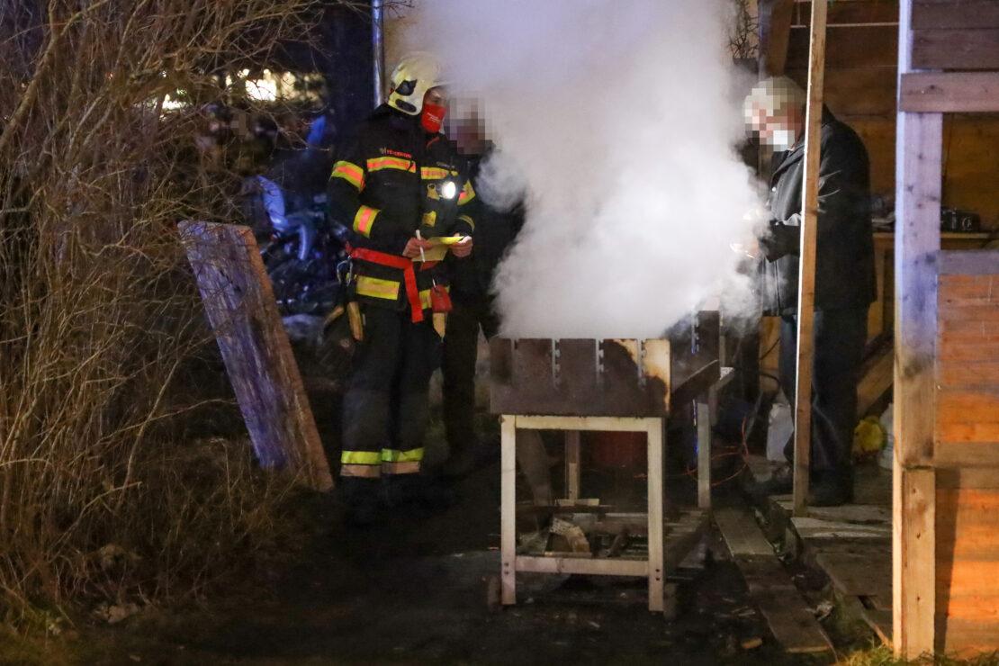 Einsatzkräfte beendeten Grillabend vor Mehrparteienwohnhaus in Wels-Pernau nach gemeldetem Brand