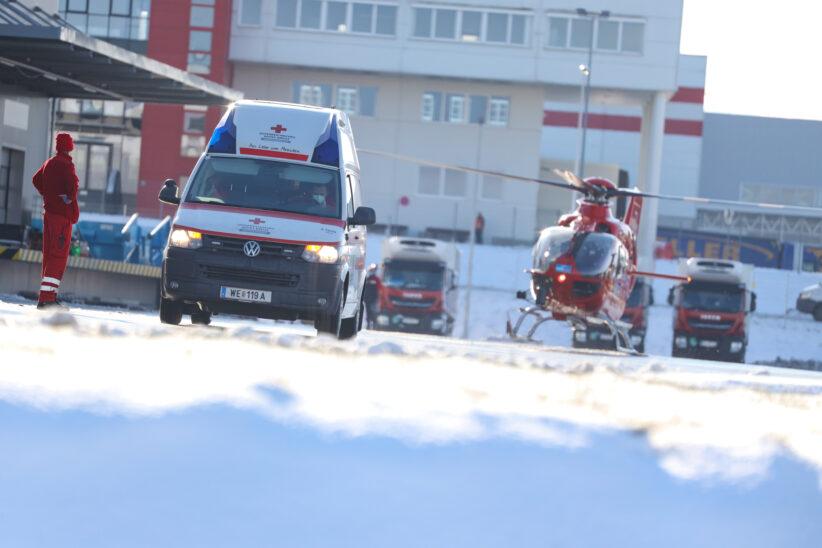 Notarzthubschrauber nach schwerem Arbeitsunfall in Eberstalzell im Einsatz