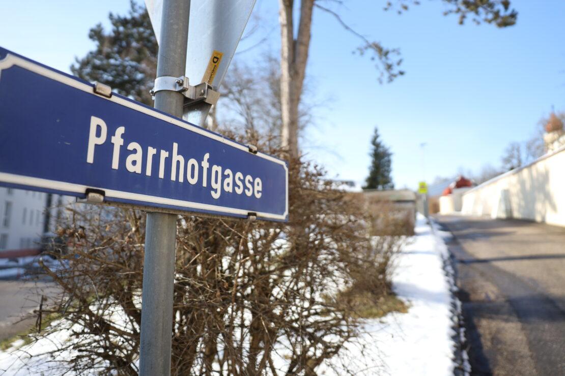 Fuß unter Autoreifen: Einsatzkräfte zu Personenrettung nach Buchkirchen alarmiert