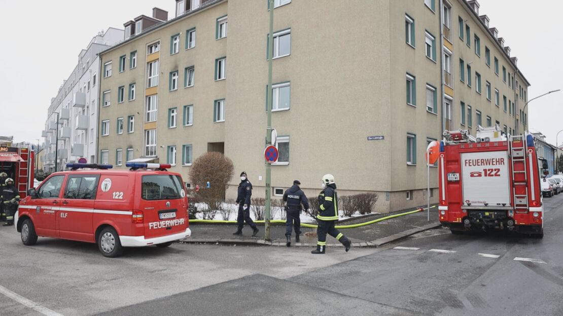 Balkonbrand in einem Mehrparteienwohnhaus in Wels-Lichtenegg