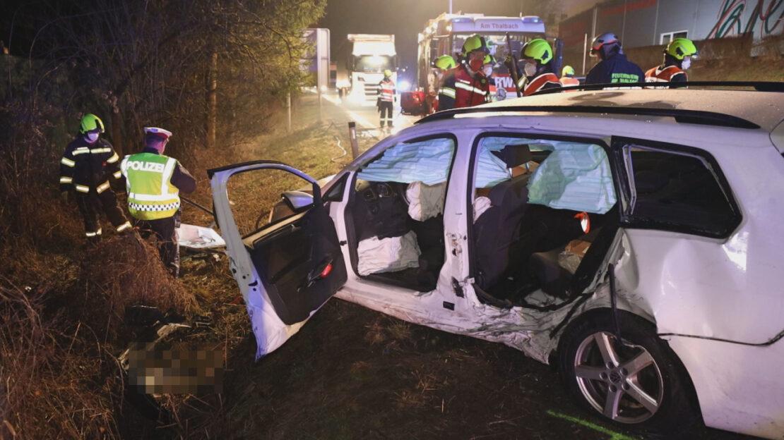 Schwerer Verkehrsunfall auf Pyhrnpass Straße in Thalheim bei Wels