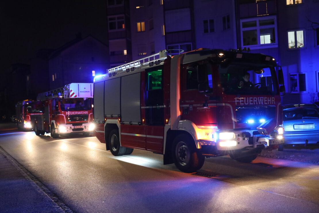 Größere Unratmenge in einer Wohnung in Wels-Vogelweide führte zu Einsatz von Feuerwehr und Polizei