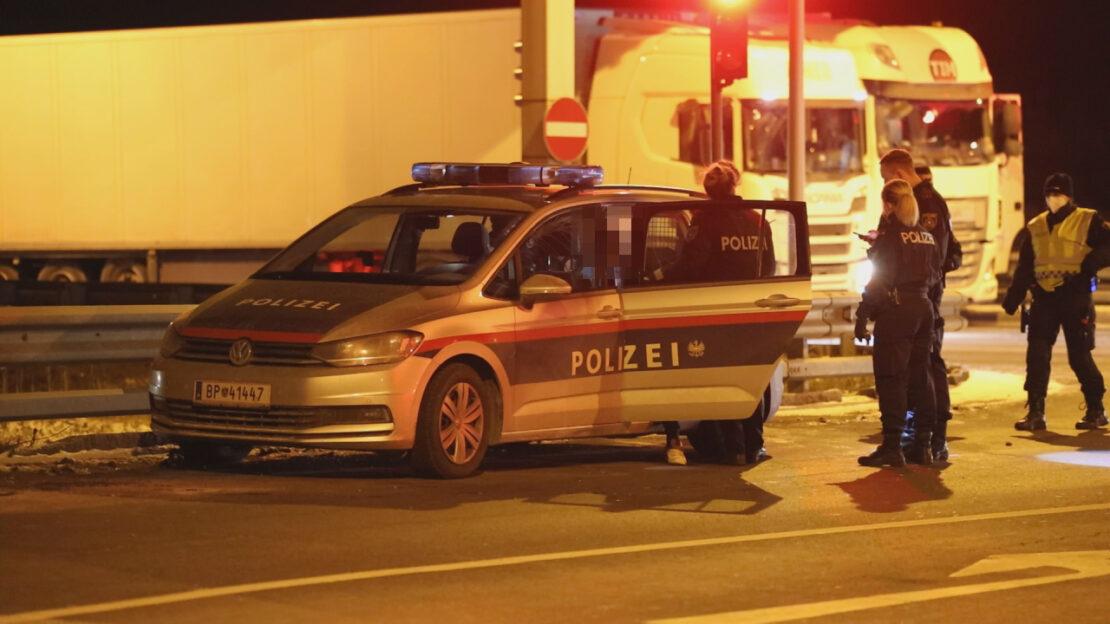 Messerattacke auf einem Rastplatz in Wels-Puchberg - Tatverdächtiger LKW-Lenker von Polizei gestoppt