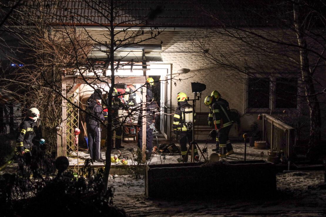 Vier Feuerwehren bei Brand in einem Wohnhaus in Neukirchen bei Lambach im Einsatz