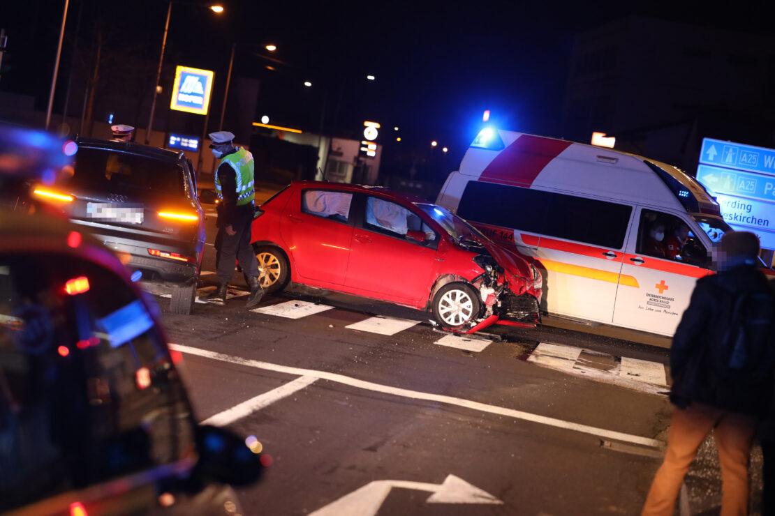 Kreuzungskollision zweier Autos in Wels-Pernau
