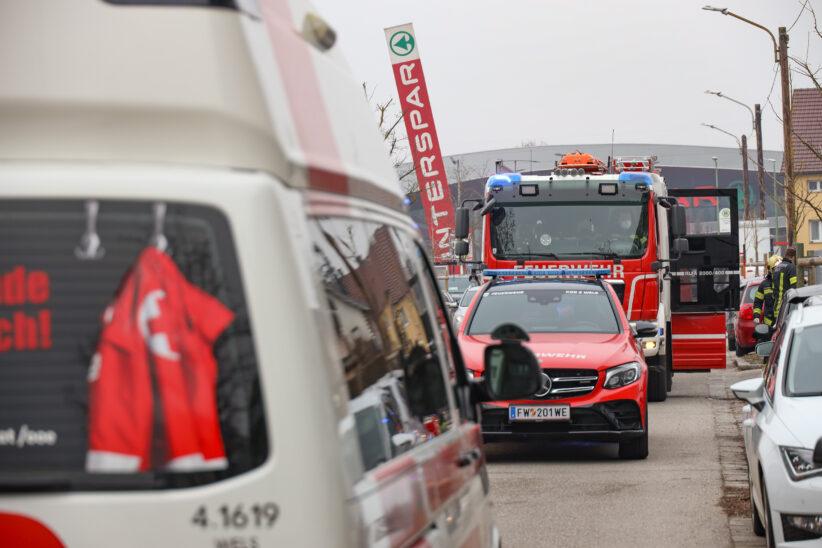 Personenrettung in Wels-Neustadt: Kind in ausziehbarem Kleiderschrank eingeklemmt