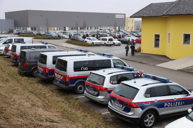 Projektverhandlung über Recyclinganlage für Altreifen in Sipbachzell mit Großaufgebot der Polizei