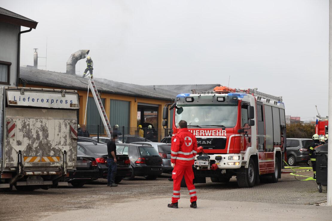Brand in einer Autowerkstätte in Wels-Waidhausen