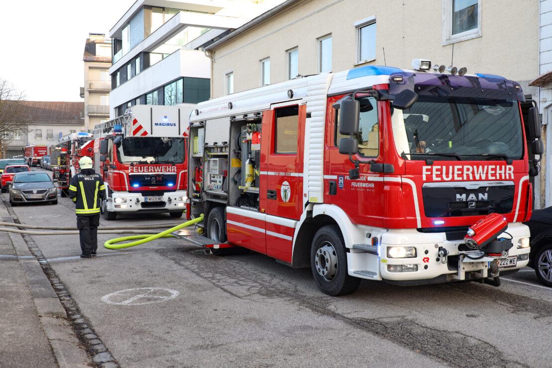 Brand eines schwer zugänglichen kleinen Wohngebäudes in Wels-Lichtenegg