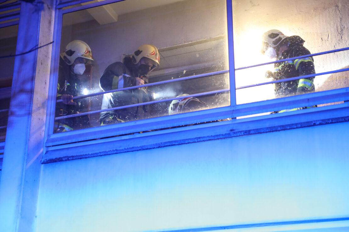 Brand in einer Wohnung in Wels-Vogelweide fordert eine verletzte Person