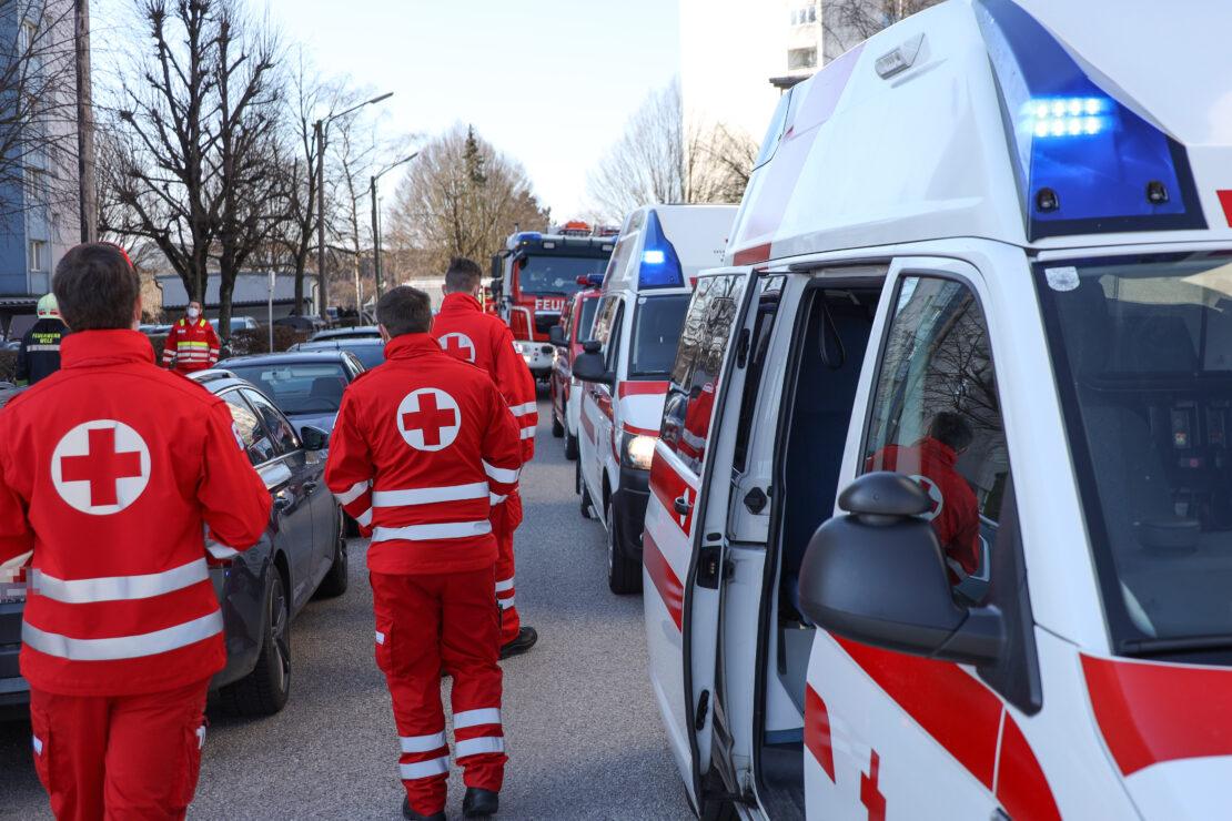 Einsatzkräfte böswillig zu vermeintlich größerem Wohnungsbrand nach Wels-Neustadt alarmiert