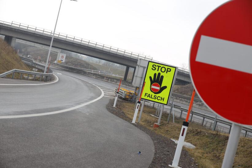 Geisterfahrerin auf Innkreisautobahn bei Wels von PKW- und LKW-Lenker gestoppt