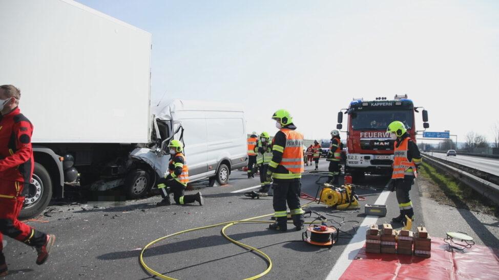 Tödlicher Unfall im Rückstaubereich auf der Welser Autobahn bei Marchtrenk