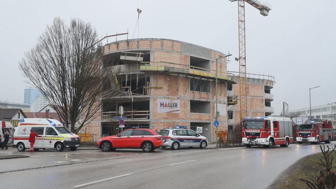 Schwerstverletzter bei Gerüstabsturz auf einer Baustelle in Wels-Lichtenegg