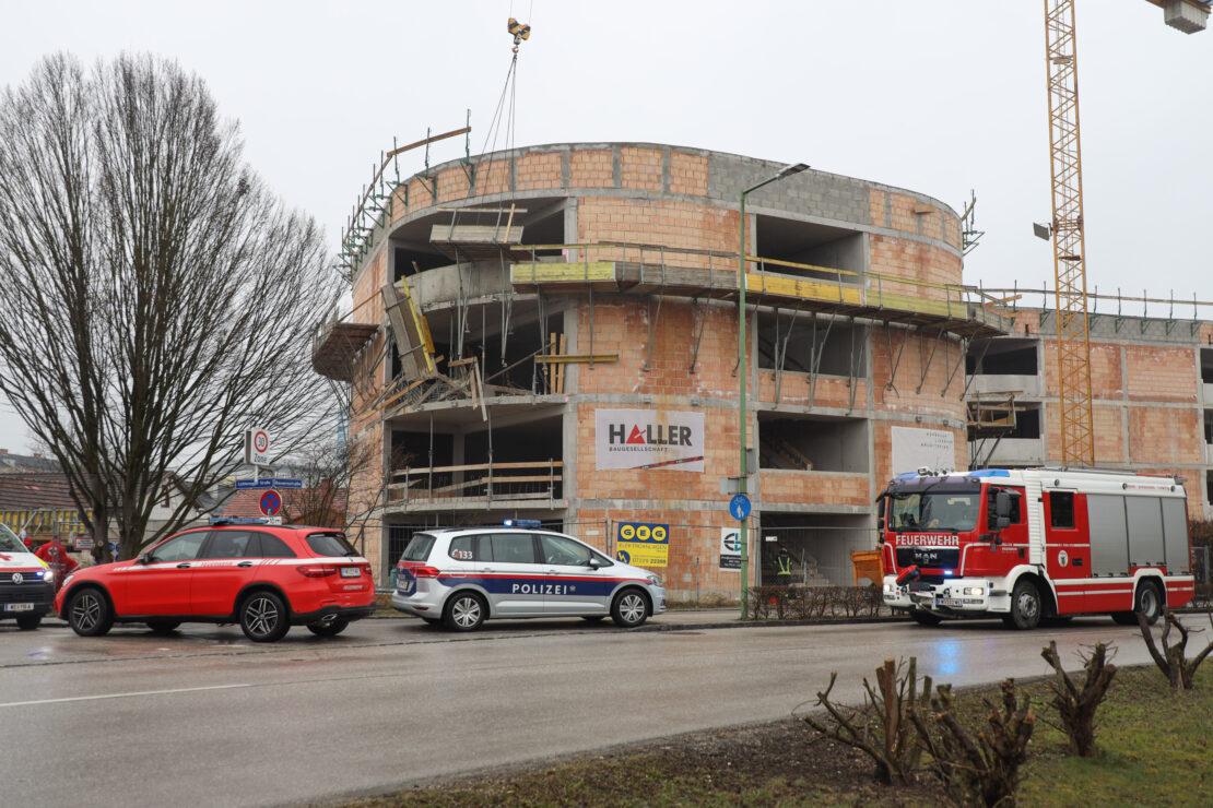 Bauarbeiter (61) starb nach schwerem Arbeitsunfall mit Gerüst in Wels-Lichtenegg im Klinikum