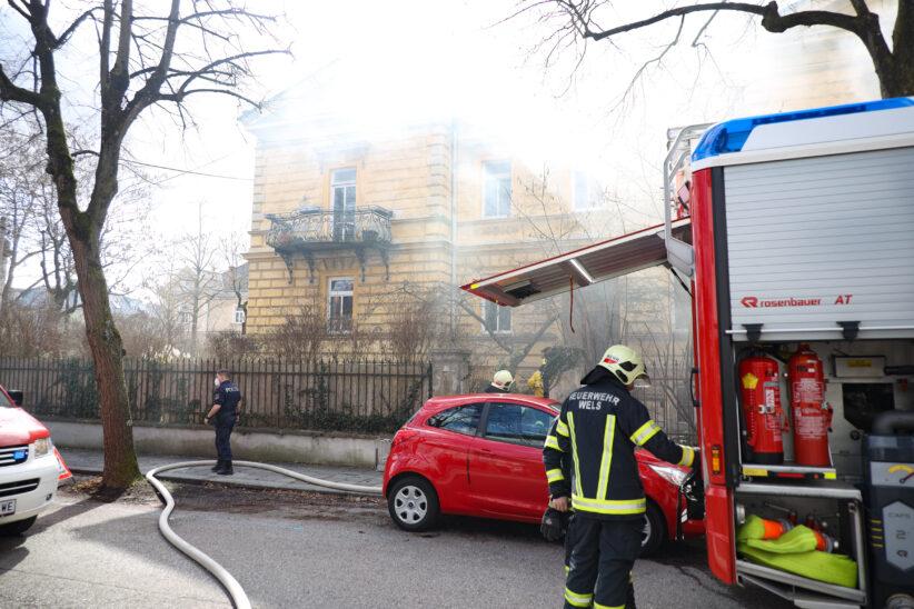 Einsatz bei Kellerbrand in einem Wohnhaus in Wels-Innenstadt