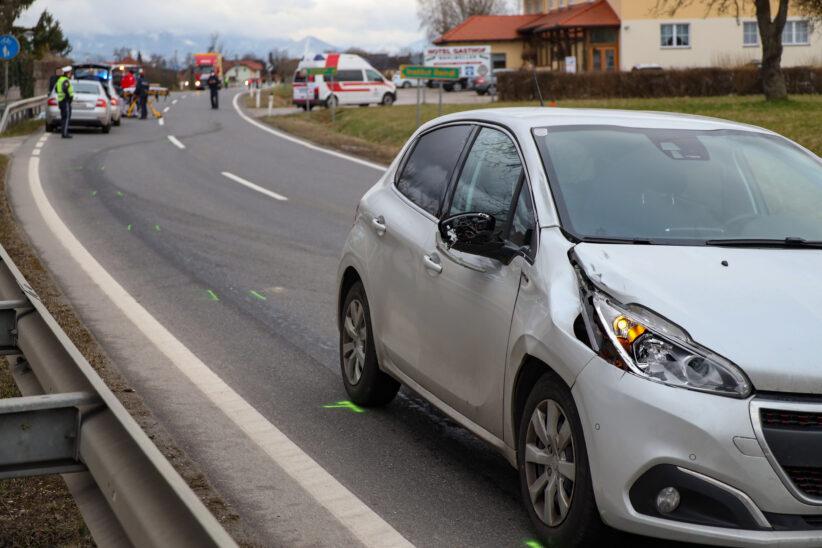Tödlicher Unfall: Fußgänger bei Kollision mit PKW auf Pyhrnpass Straße in Sattledt tödlich verletzt