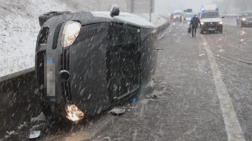 Schwerer Verkehrsunfall auf Innkreisautobahn bei Schneegestöber in Steinhaus endet glimpflich