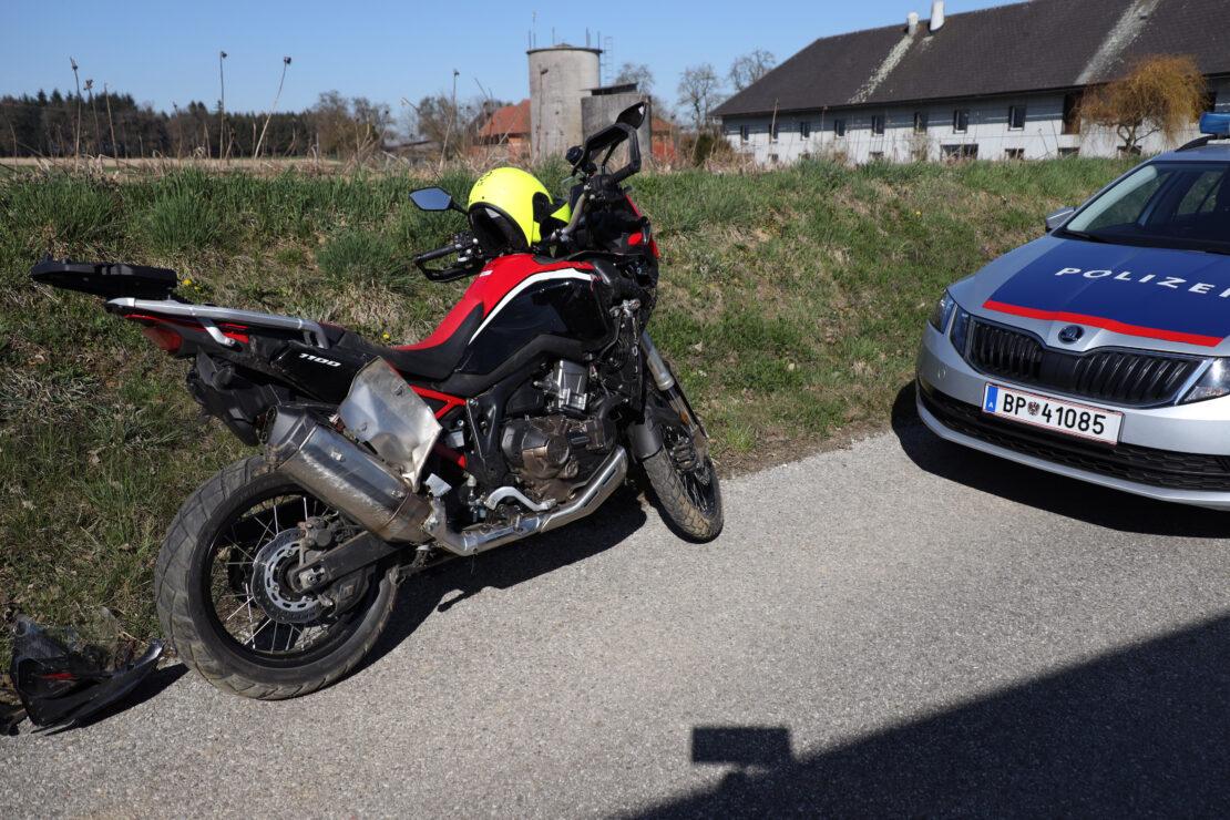 Motorradfahrer bei Verkehrsunfall auf Voralpenstraße in Sattledt verletzt