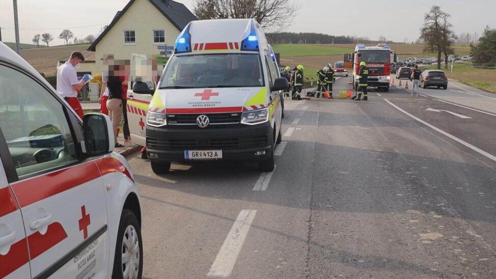 Drei Verletzte bei Verkehrsunfall auf Innviertler Straße in Krenglbach