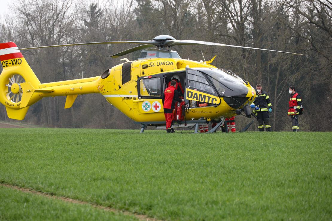 Personenrettung: Schwerer Forstunfall in einem Waldstück in Eberstalzell