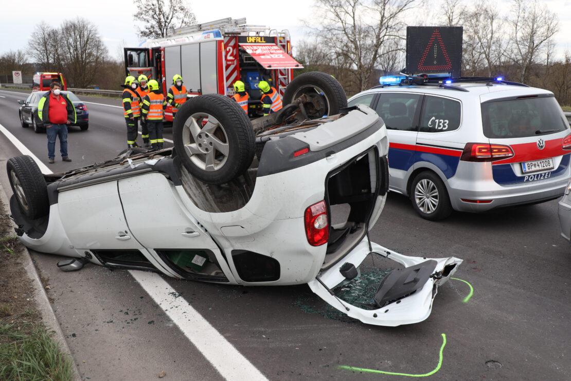 Tödlicher Verkehrsunfall: Autolenker starb bei Fahrzeugüberschlag auf Welser Autobahn in Marchtrenk