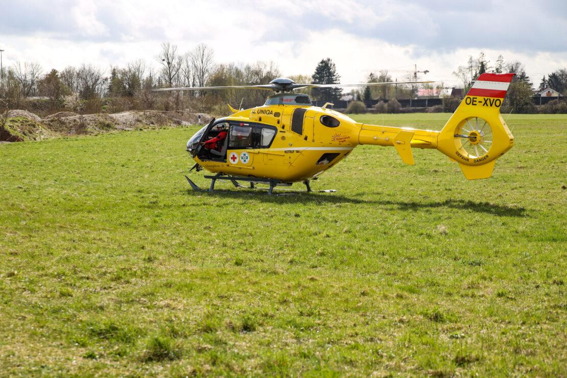 Notarzthubschrauber nach Arbeitsunfall auf Baustelle in Wels-Neustadt im Einsatz