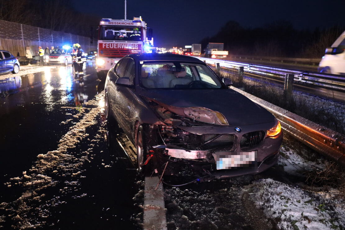 Gleich mehrere Verkehrsunfälle auf Welser- und Westautobahn nach starkem Graupelschauer